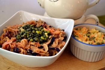 Veganský jídelníček: Čína z rýžových nudlí se zeleninou a lahůdkovým droždím