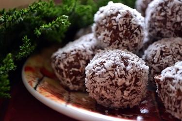 Veganský jídelníček: Raw kuličky z datlí, ořechů a kakaa