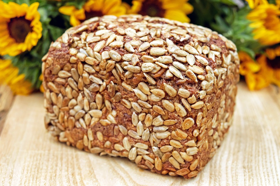Bread Organic Bread Grains Whole Wheat Bread, vegan pečivo, chléb