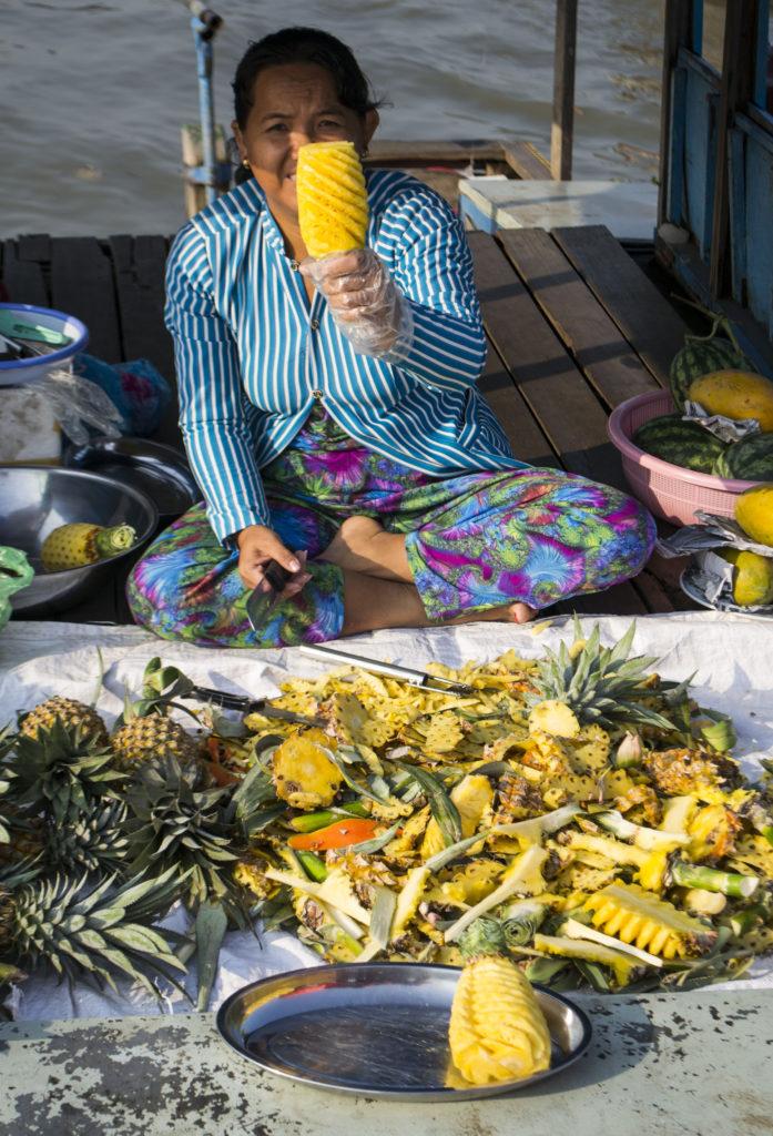 trhy, ovoce, ananas